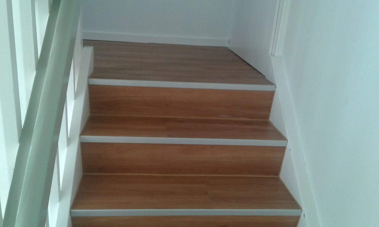 Treppe saniert und mit Designbelag belegt